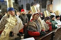 KOLEDNÍKŮM, kteří  se do sbírky přihlásili, požehnal v neděli v kostele sv. Jakuba v Litoměřicích biskup Mons. Jan Baxant.