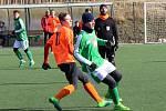 Dorostenci SK Roudnice (v oranžovém) podlehli v přípravě Nymburku 0:1.