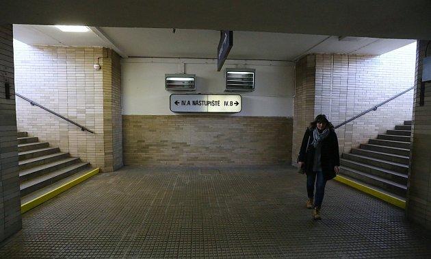 Od 4.nástupiště by měl být podchod prodloužen až do Máchovy ulice vNovém Klapý