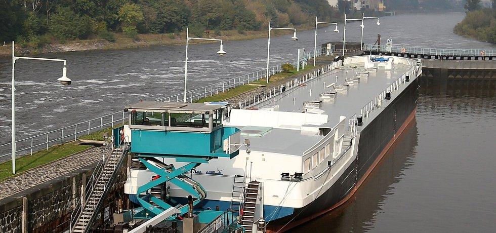 Tanker, který vyrobila v létě firma Barkmet ve Lhotce nad Labem na Lovosicku pluje do Holandska.