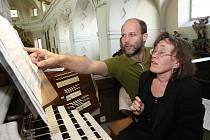 Varhanní léto prvním koncertem zahájila varhanice Markéta Hejsková Šmejkalová. A spolu s ní se na zahajovacím koncertě představili pěvci Martina Bauerová a Ondřej Socha.