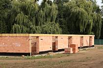Nelegální stavba domu v ochranném pásmu Poohří u Budyně nad Ohří