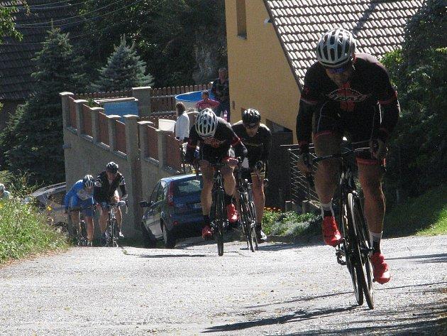 Tradičním rozloučením roudnických cyklistů s aktivní sezónou je otevřený závod O burčákový džbán, jehož 17. ročník se jel o víkendu.