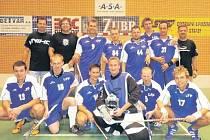 FLORBALISTÉ LOVOSIC NEPROHRÁVAJÍ. Pátá výhra v řadě posunula Lovosice A již na třetí místo v průběžné tabulce druhé florbalové ligy.