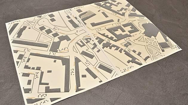 Novinku v podobě takzvané haptické mapy budou moci už v nejbližších dnech využít nevidomí nebo slabozrací obyvatelé a turisté v Litoměřicích.