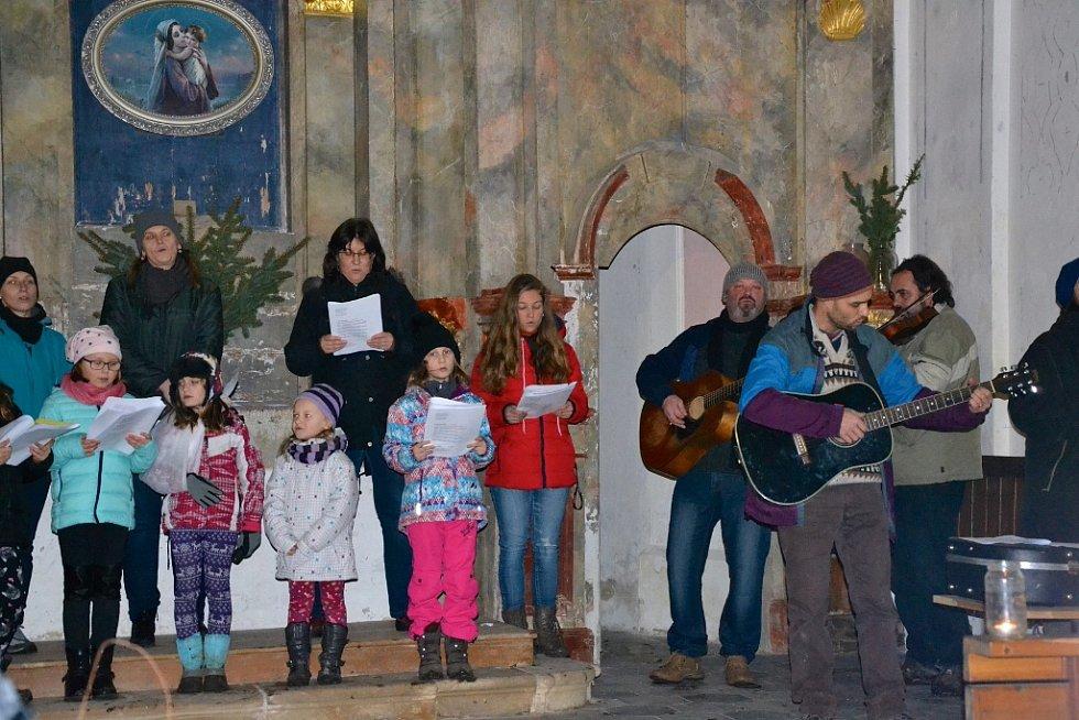 Zpívání koled v Křešicích