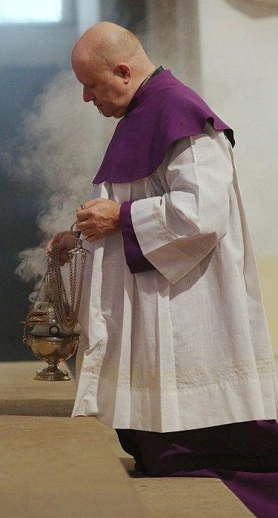 Advent přivítali mší a zapálením svíce i v katedrále sv. Štěpána v Litoměřicích.