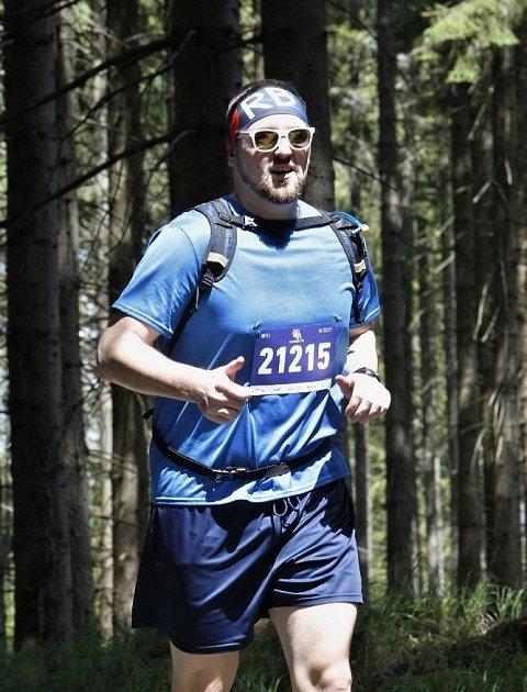Lukáš Veselý připravuje se svým týmem dvě trailové běžecké trasy vČeském středohoří.