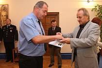Vyznamenání za dlouholeté služby Městské policii předával ve čtvrtek dopoledne starosta Litoměřic Ladislav Chlupáč.