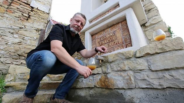 Vinař Dalibor Mikulenko na archivním snímku. S vinařením začal v roce 1993
