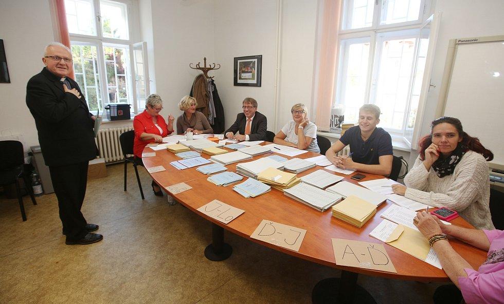V pátek odpoledne odvolil na městském úřadu v Pekařské ulici v Litoměřicích biskup litoměřický Jan Baxant.