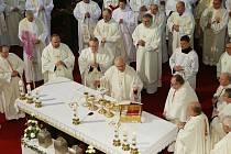 Missa chrismatis, slavnostní mše svatá se svěcením svatých olejů v katedrále sv. Štěpána v Litoměřicích