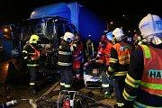 Dopravní nehoda v Lovosicích na kruhovém objezdu u Besedy, pondělí 23. dubna 2018 v noci.