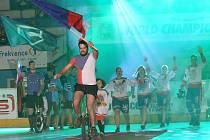 V Lovosicích byl slavnostním ceremoniálem zahájeno mistrovství světa v hokejbalu.