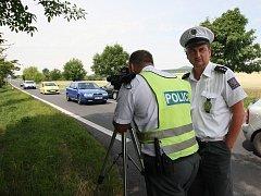 NA ZAČÁTKU PRÁZDNIN prováděli policisté kontroly na dodržování maximální rychlosti například u Podsedic.