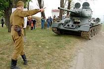 Tank T–34 před dvěma lety při oslavách květnového osvobození u roudnického řopíku.