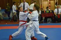 KUMITE. Kateřina Procházková (vlevo) bojovala v kumite do 50 kg.