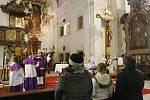 Zapálení pvní adventní svíce v kostele sv. Václava v Lovosicích.