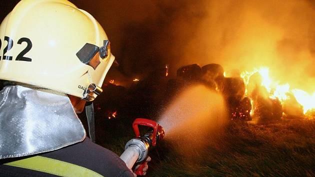 Další požár stohu - tentokrát v Malých Žernosekách.