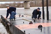 Štětí – uUkotvení mola pro přívoz na hněvické straně Labe v době rekonstrukce štětského mostu. Foto: Pavel Hoznédl
