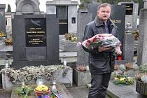 MÍSTOSTAROSTA Karel Krejza na pietní akci u hrobu generála Františka Chábery.