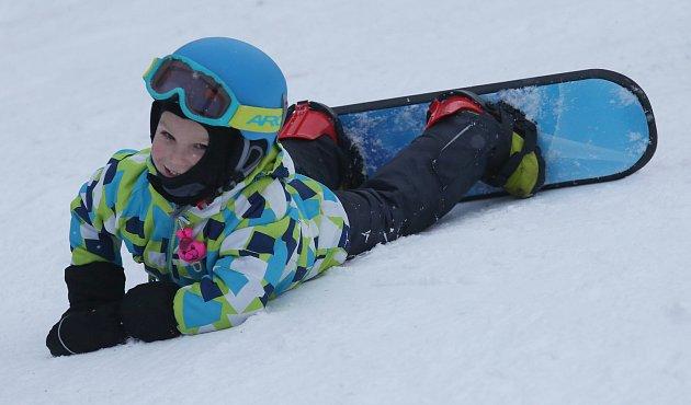 Lyžařský vlek v Tašově u Malečova je již v provozu. Sněhové podmínky jsou tu dobré i díky umělému zasněžování. O víkendu zde lyžovaly stovky návštěvníků z Ústecka i Litoměřicka.