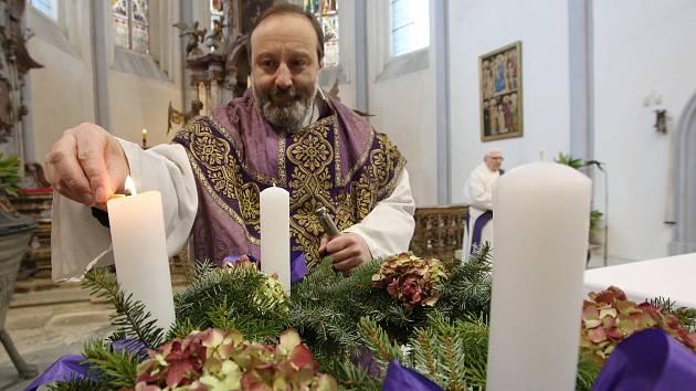 V Roudnici nad Labem zapálili první svíci na advetním věnci.