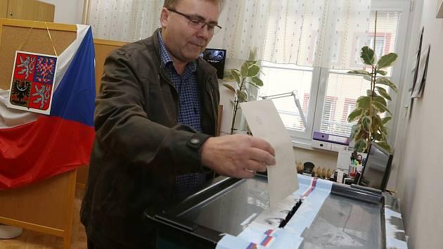 Volby v Žalhosticích.