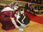 Maturitní ples Gymnázia Roudnice - sobota 30. 1. 2010 - Dům kultury Litoměřice.