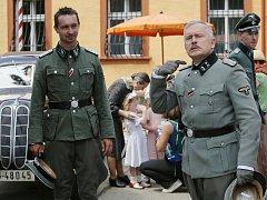 Ruský štáb natáčí v Terezíně válečný film Tankisti.