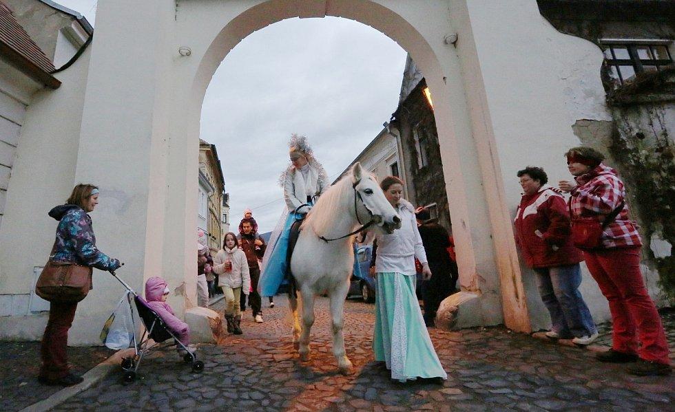 BENEFIČNÍ betlémský průvod na podporu Hospicu sv. Štěpána přilákal stovky lidí.