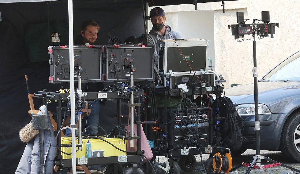 Britové již třetí týden natáčí v Litoměřicích film. Záběry z Litoměřic budou například představovat čtvrť z Paříže.