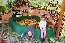 Takzvaná Předškolka s kapacitou pro maximálně 10 dětí funguje každý všední den od 8 do 12 hodin. Lektorky se tu věnují dětem podobně jako v mateřince a mají pro ně připravený program.