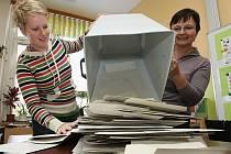 Ve 14 hodin začalo sčítání odevzdaných hlasů také v Litoměřicích - v okrsku 18 a 19