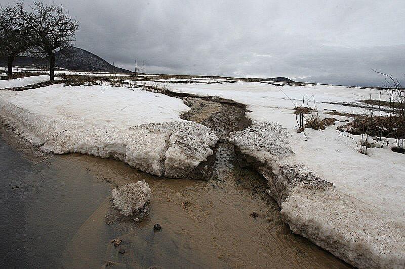 Velká voda na Litoměřicku - pátek 14. ledna 2011 - Teplá, Vlastislav, Třebenicko.