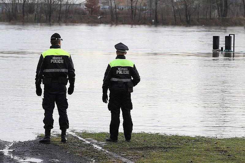 Velká voda na Litoměřicku - pátek 14. ledna 2011 - Litoměřice, Lodní náměstí.