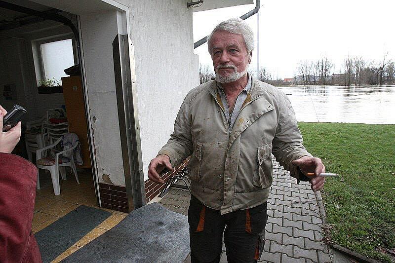 Velká voda na Litoměřicku - pátek 14. ledna 2011 - Litoměřice, jachtařský klub na Střeleckém ostrově.