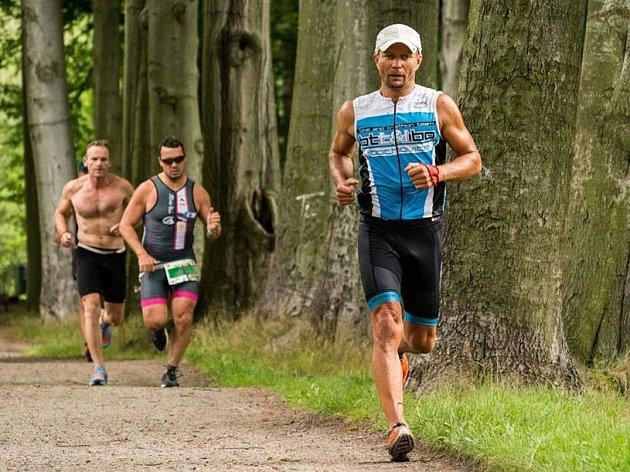 Triatlet Marek Bušek z BTT Libochovice.