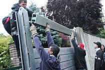V Křešicích již znovu postavili protipovodňové zábrany.