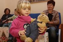 KLOKÁNEK. Kapacita Klokánku je skoro stále naplněná 18 dětmi. Větší nouze je po tetách, čtyři se v posledních letech rozhodly, že nabyté zkušenosti přetaví do pěstounské péče.