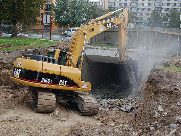 Práce na novém podchodu v Lovosicích jsou v plném proudu.