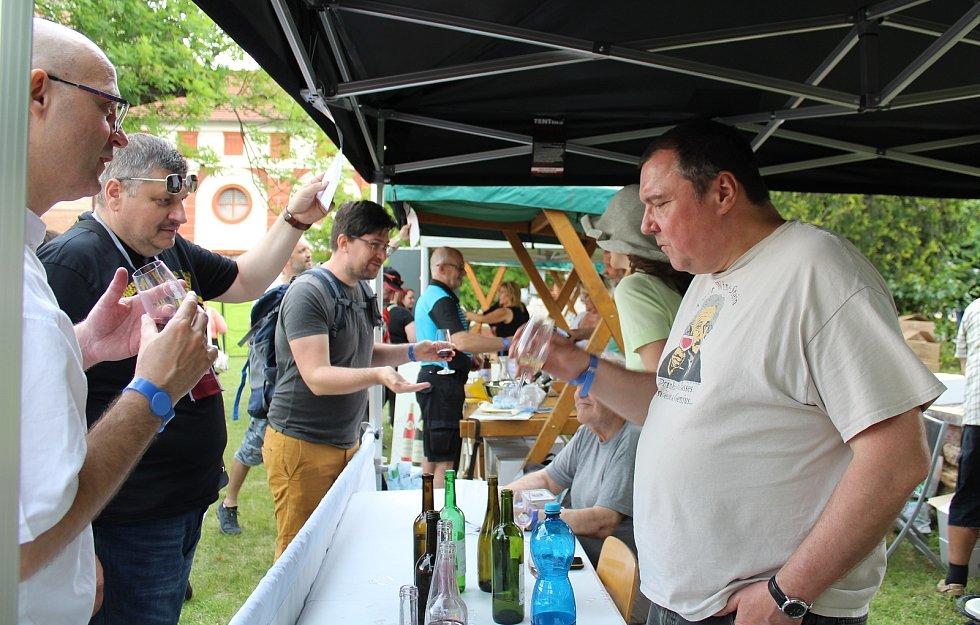 Roudnický košt nabídl vína z litoměřické a mělnické vinařské podoblasti. Doplnila ho také přehlídka historických malotraktorů na Karlově náměstí.