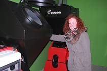 Ovládat moderní automatické kotle na uhlí nebo biomasu si můžou díky jednoduché obsluze, spolehlivosti a komfortu troufnout i ženy.