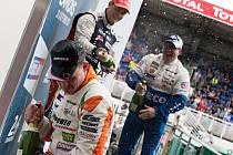 Bude slavit titul Adam Lacko, nebo Jochen Hahn (vpravo)?