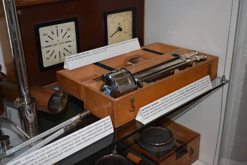 Muzeum se starými měřícími přístroji na Milešovce