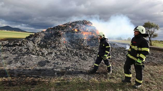 Požár stohu u obce Úpohlavy