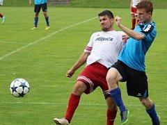 Fotbalisté Štětí (v modrém) doma porazili Neštěmice.