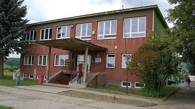 Základní škola ve Velemíně.
