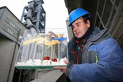 Čížkovická cementárna - zahájení spalovací zkoušky spoluspalování materiálu Geobal (ostravské kaly). Akce je spojená s měřením emisí akreditovanou laboratoří.