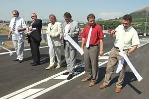 Spolu s krajským hejtmanem uvedli dílo do užívání také starostové okolních měst a zástupci sdružení dodavatelů stavby.